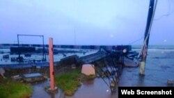 El huracán María podría inundar este jueves el malecón de Baracoa, golpeado días atrás por el ciclón Irma.