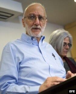 El subcontratista estadounidense Alan Gross, junto a su esposa, Judy Gross.