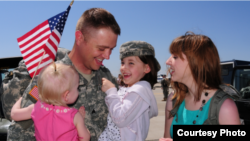 Soldado estadounidense y su familia