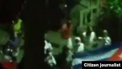 Acto de repudio el 3 de abril en la noche frente a la sede de la UNPACU en Santiago de Cuba.