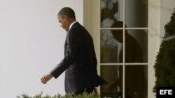 El presidente estadounidense, Barack Obama, sale del Despacho Oval de la Casa Blanca