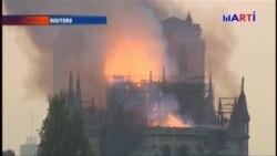 Bomberos franceses tratan de salvar lo que puedan de la icónica Notre Dame