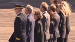 Restos de Bush vuelan a Washington DC para ceremonias
