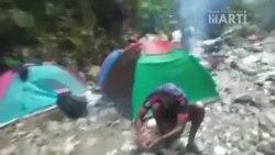 Cubanos acampan en la selva del Darién