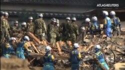 Búsqueda de supervivientes entre escombros tras el corrimiento de tierra