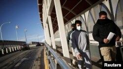 Los visitantes no vacunados seguirán teniendo prohibida la entrada a Estados Unidos desde Canadá o México en lasfronteras terrestres. Puente Fronterizo Paso del Norte en Ciudad Juárez. REUTERS/Jose Luis González