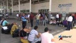 Se acumulan cubanos a la espera de salvoconductos
