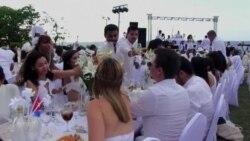 70 cubanos participaron en la Cena de Blanco