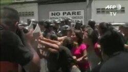 Motín en Venezuela deja decenas de muertos