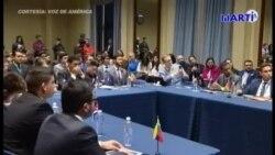 Senadores americanos comparten con participantes en la Cumbre Juventud y Democracia en las Américas