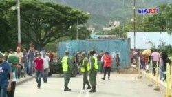 Centenares de venezolanos huyen del país por la crisis