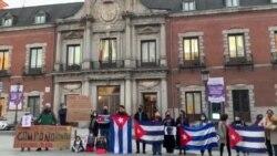 Protesta del Movimiento Acciones por la Democracia en Madrid a favor de huelguistas de San Isidro